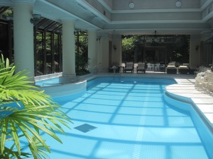 Four Seasons Tokyo pool